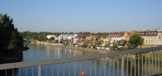 Neckar in Bad Cannstatt zwischen Mühlsteg und Wilhelmsbrücke